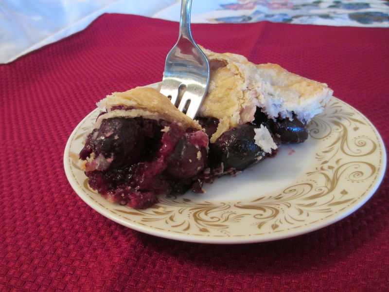 SLICED BLUEBERRY PIE